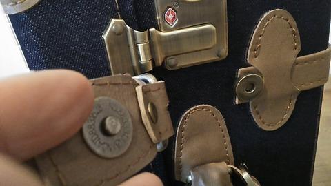 スーツケースのロック部拡大写真