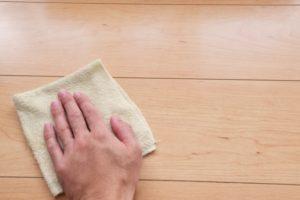 床を拭く潔癖症